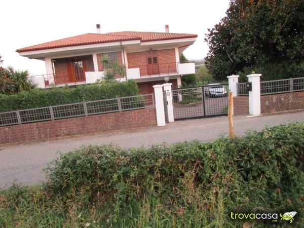 Foto Villa Singola in Vendita a Chiaravalle Centrale