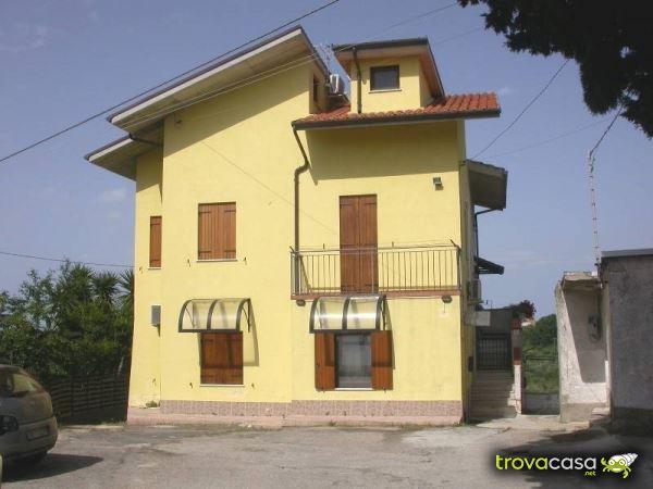 Foto Villa a Schiera in Vendita a Ortona