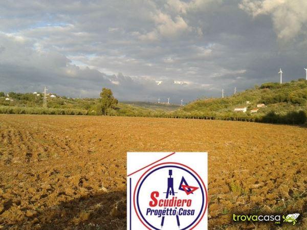 Foto Terreno Agricolo in Vendita a Serre