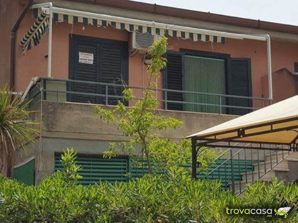 Foto Villa a Schiera in Vendita a Campofelice di Roccella