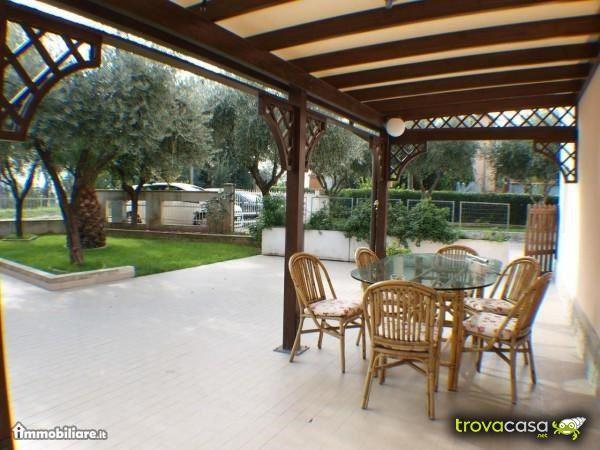 Case indipendenti con giardino privato in vendita a for Case in vendita senigallia