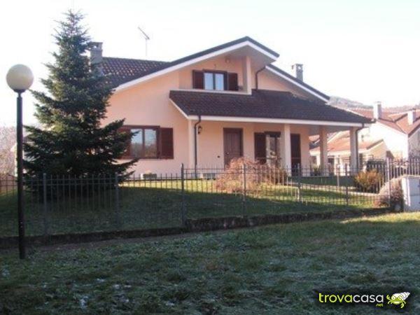 Foto Villa Bifamiliare in Vendita a Reano