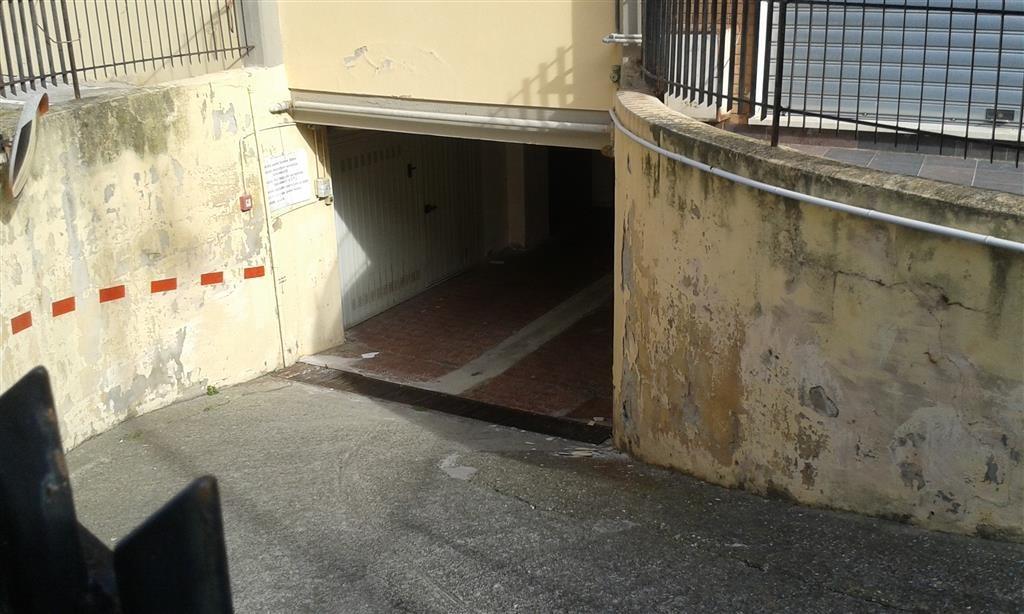 Garage/Box/Posto Auto a Follonica (2/5)