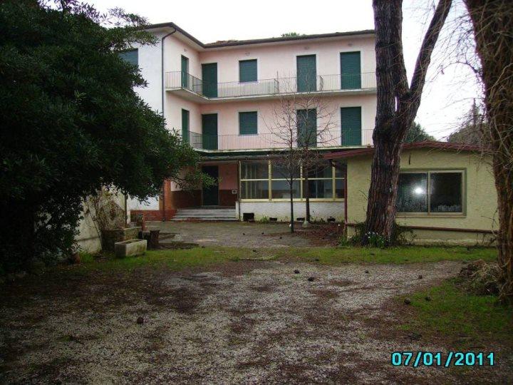 Albergo/Hotel in Vendita a Pietrasanta (LU)