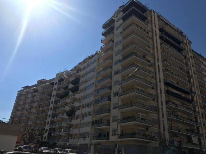 Appartamento in affitto a palermo via montepellegrino for Appartamenti in affitto a palermo arredati