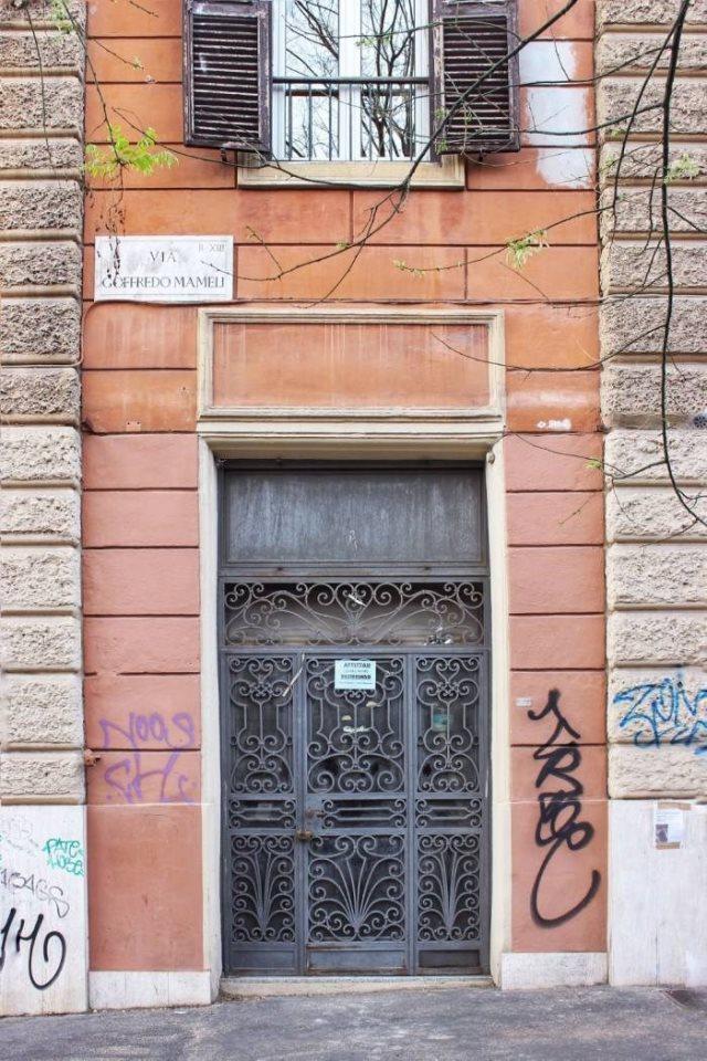 Affittasi negozio a roma via goffredo mameli 26 for Affitto immobili commerciali roma