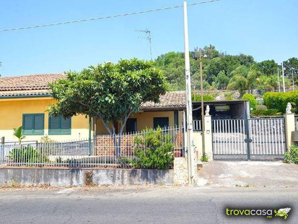Case indipendenti in affitto in provincia di catania for Case arredate in affitto a catania