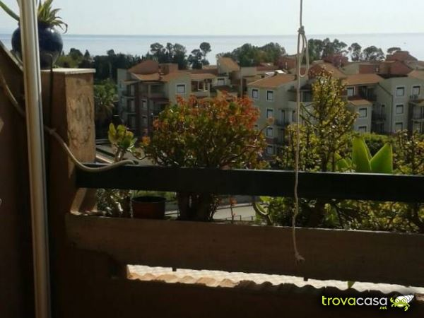 Case in affitto a giardini naxos me for Monovano arredato catania
